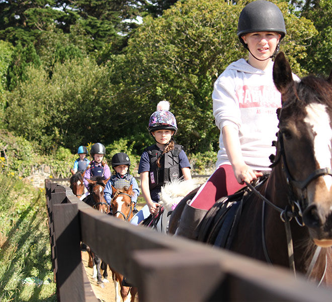 horse-riding-lesson-hazelwood-stables-6